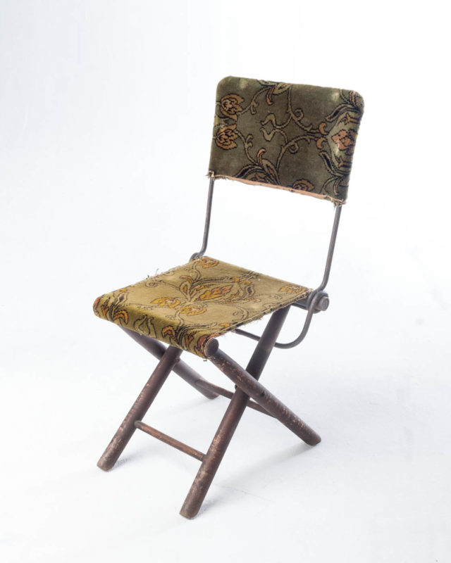 Front view of Iago Rug Folding Chair