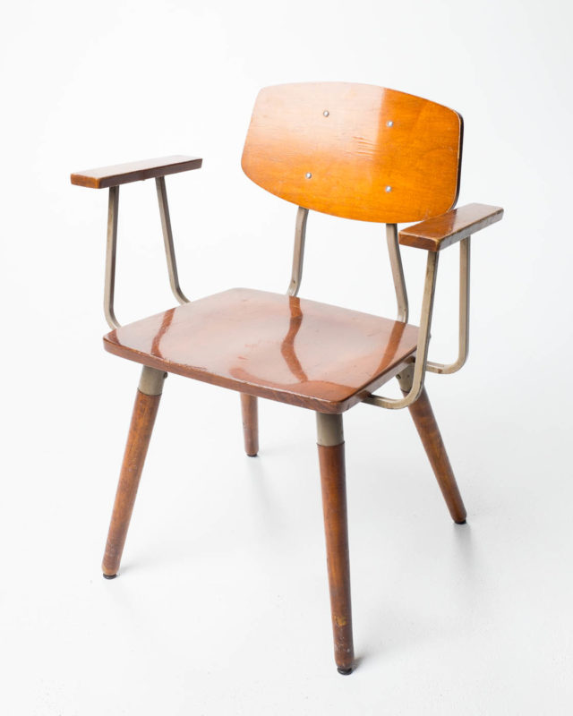 Front view of Skive Chair