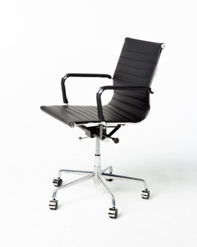 Front view of Nelson Desk Chair