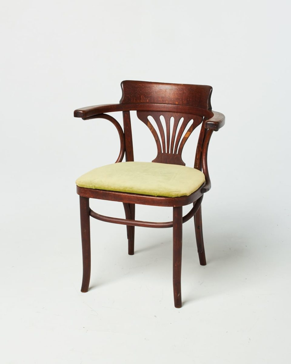 Front view of Olinda Chair