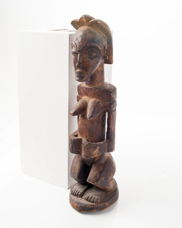 Front view of Nefertiti Idol