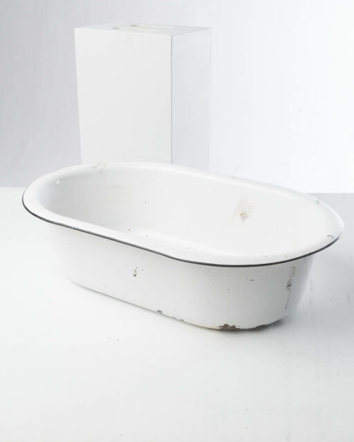 Front view of Enamel Baby Tub