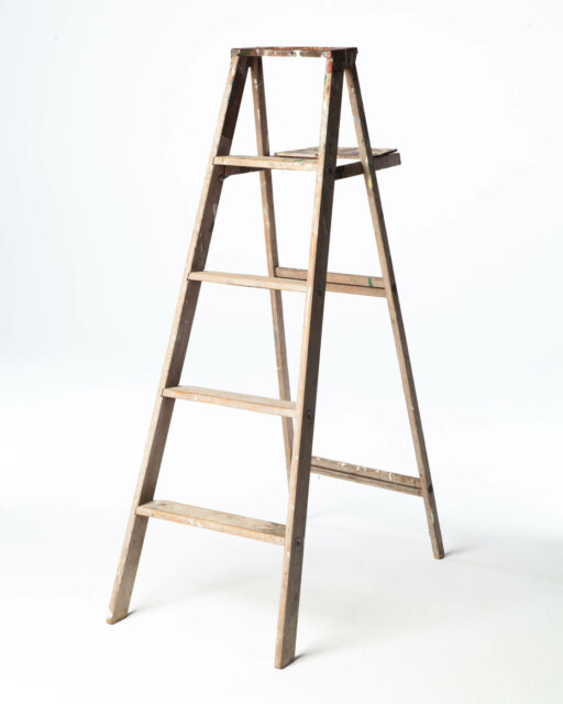 Front view of 5 1/2 Foot Upton Ladder
