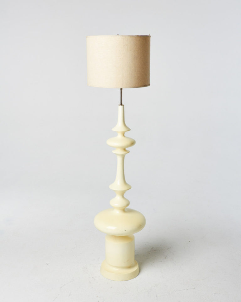 Front view of Verona Lamp