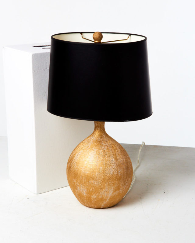 Front view of Maraca Lamp