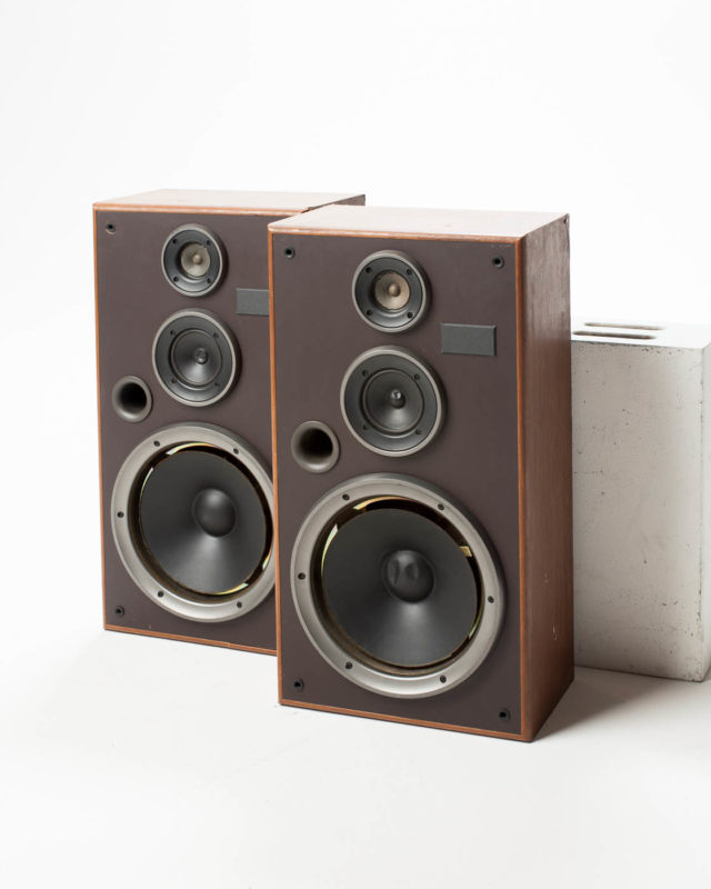 Front view of Armstrong Speaker Set