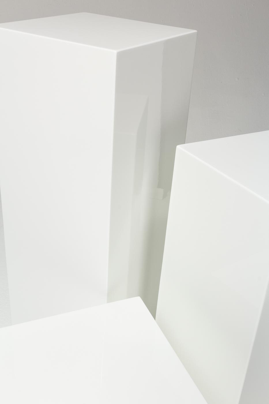 Pd033 Benny White Lacquer Pedestal Set Prop Rental Acme