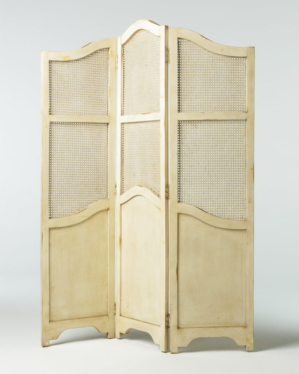 Front view of Fonda Screen