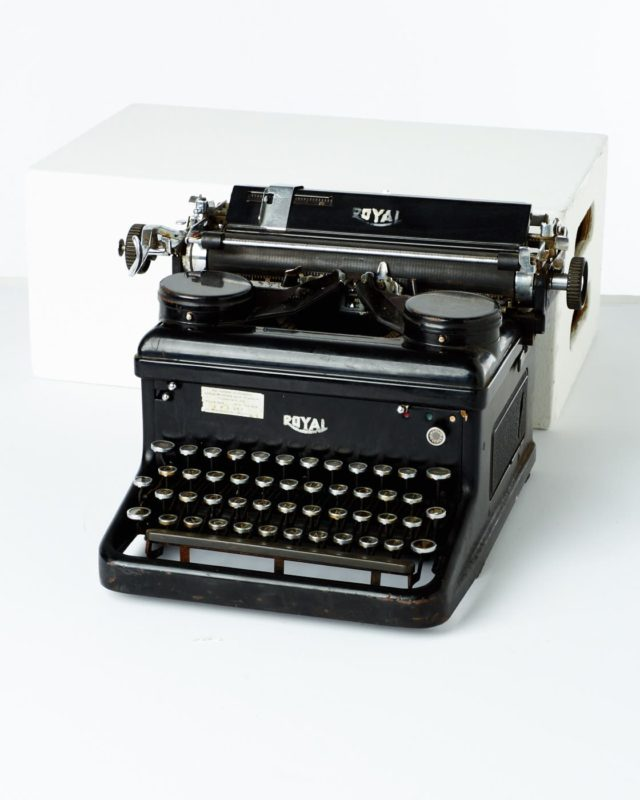 Front view of Royal Typewriter