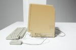 Alternate view thumbnail 3 of Macintosh SE Desktop Computer