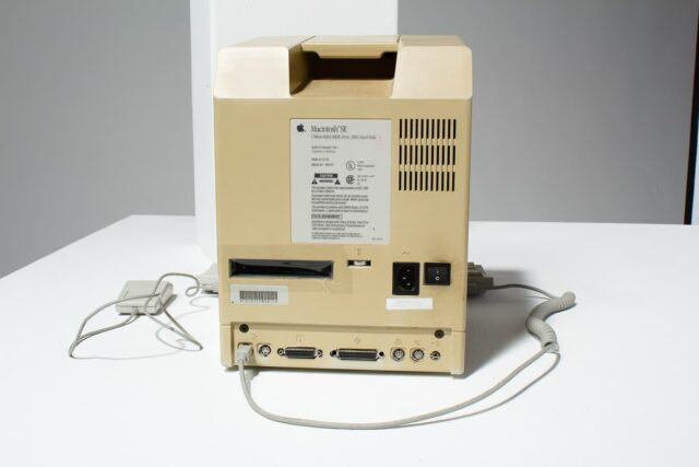 Alternate view 2 of Macintosh SE Desktop Computer
