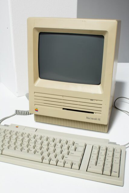 Alternate view 1 of Macintosh SE Desktop Computer