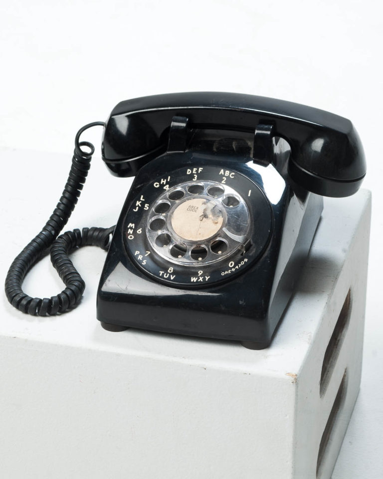 Front view of Reis Black Rotary Telephone