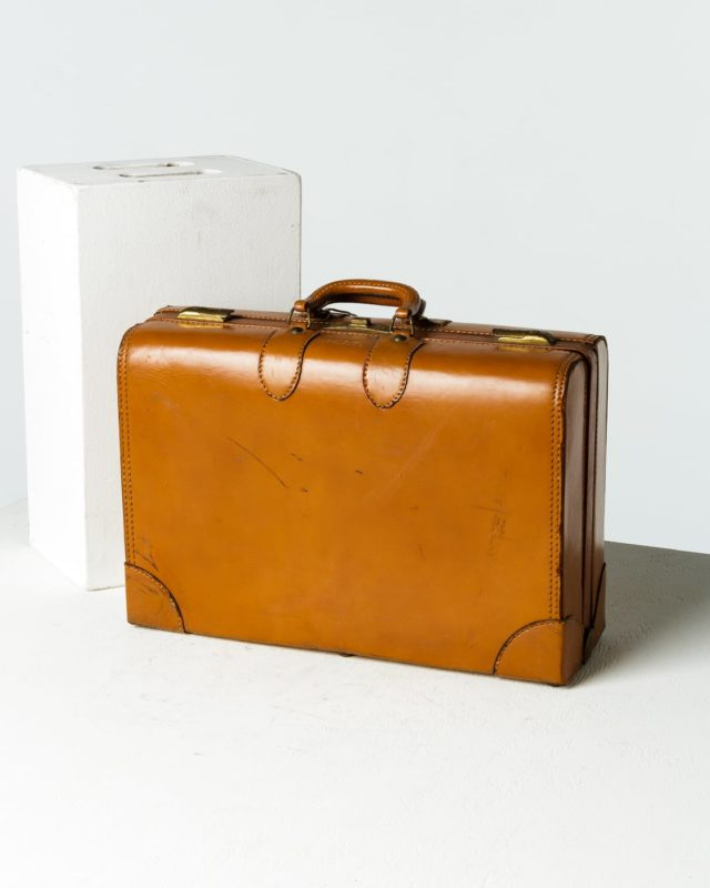 Front view of Carlo Luggage