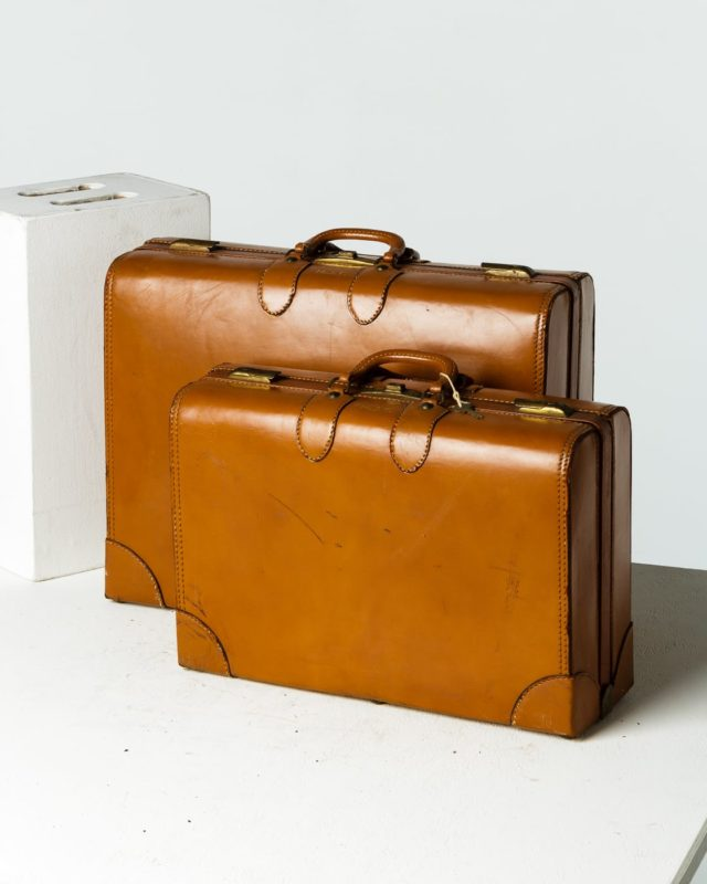 Front view of Carlo and Garner Luggage Set