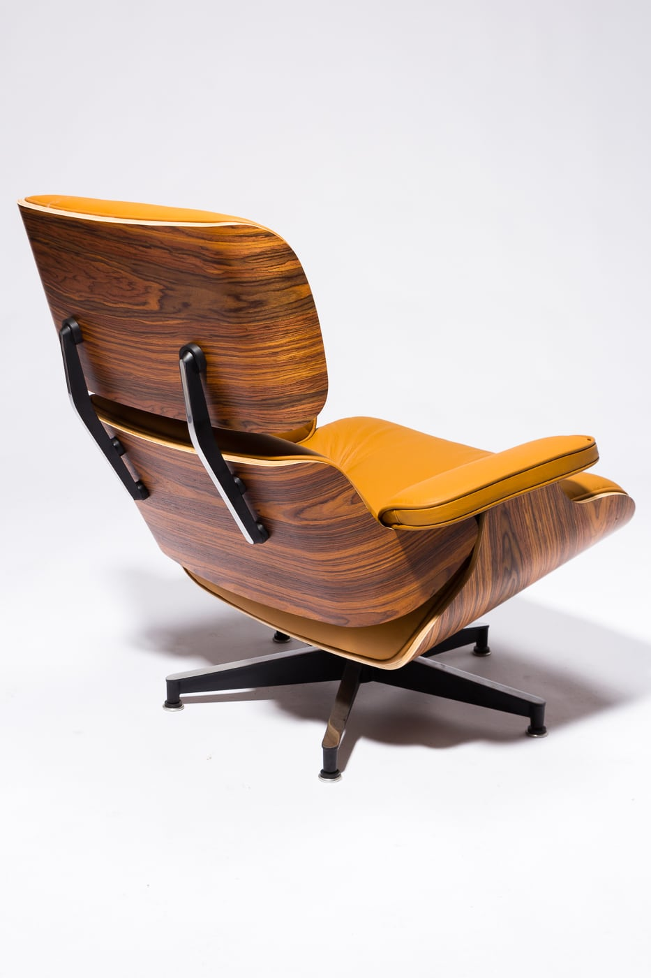 Ch588 Brown Eames Style Lounge Chair And Ottoman Prop