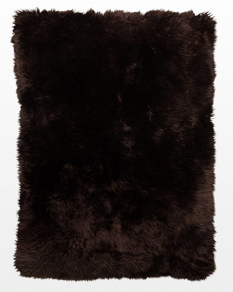 Front view of Willow 4' x 6' Sheepskin Fur Rug