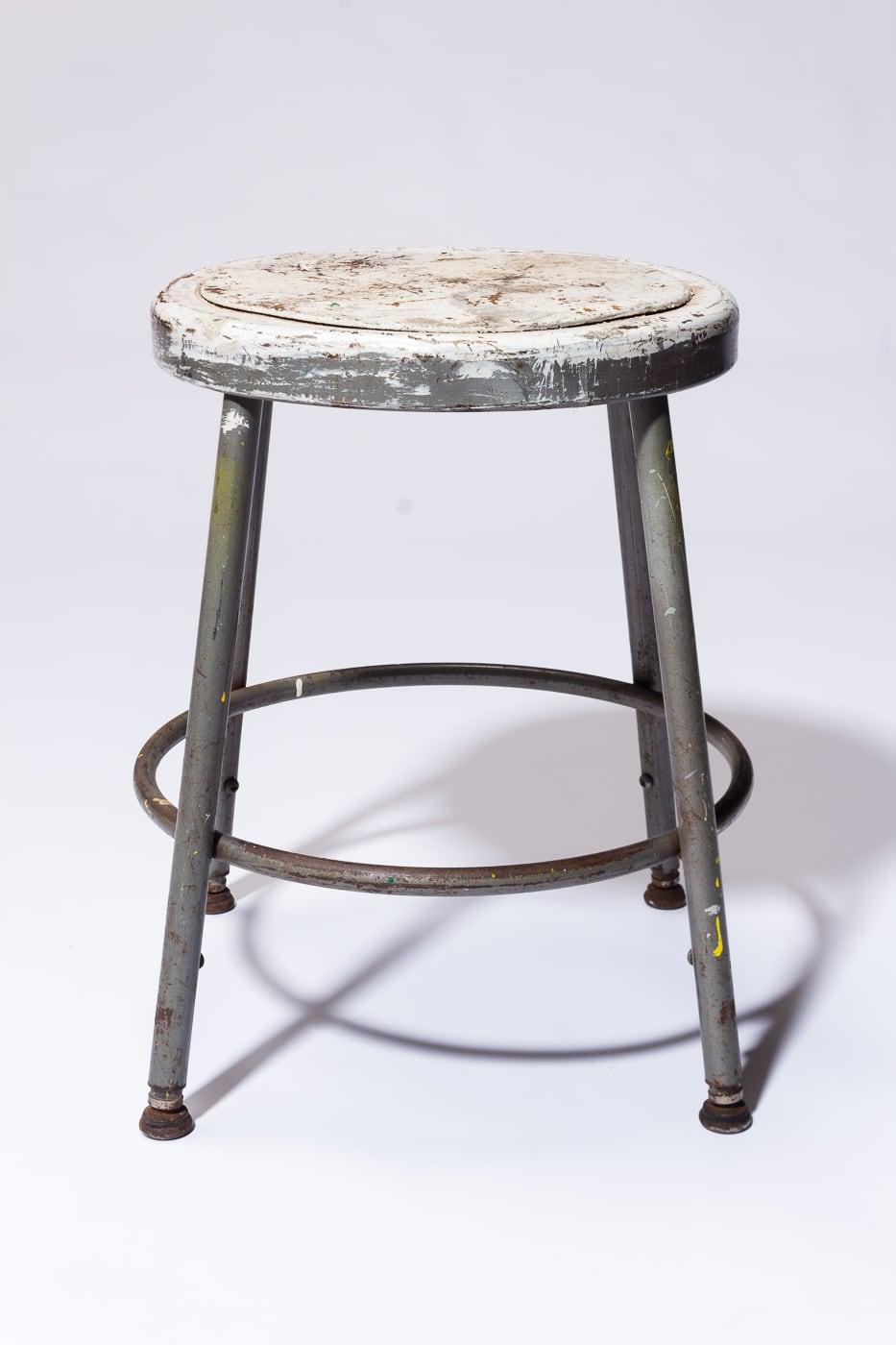 Pleasing St229 Alca Distresed Low Stool Prop Rental Acme Brooklyn Uwap Interior Chair Design Uwaporg