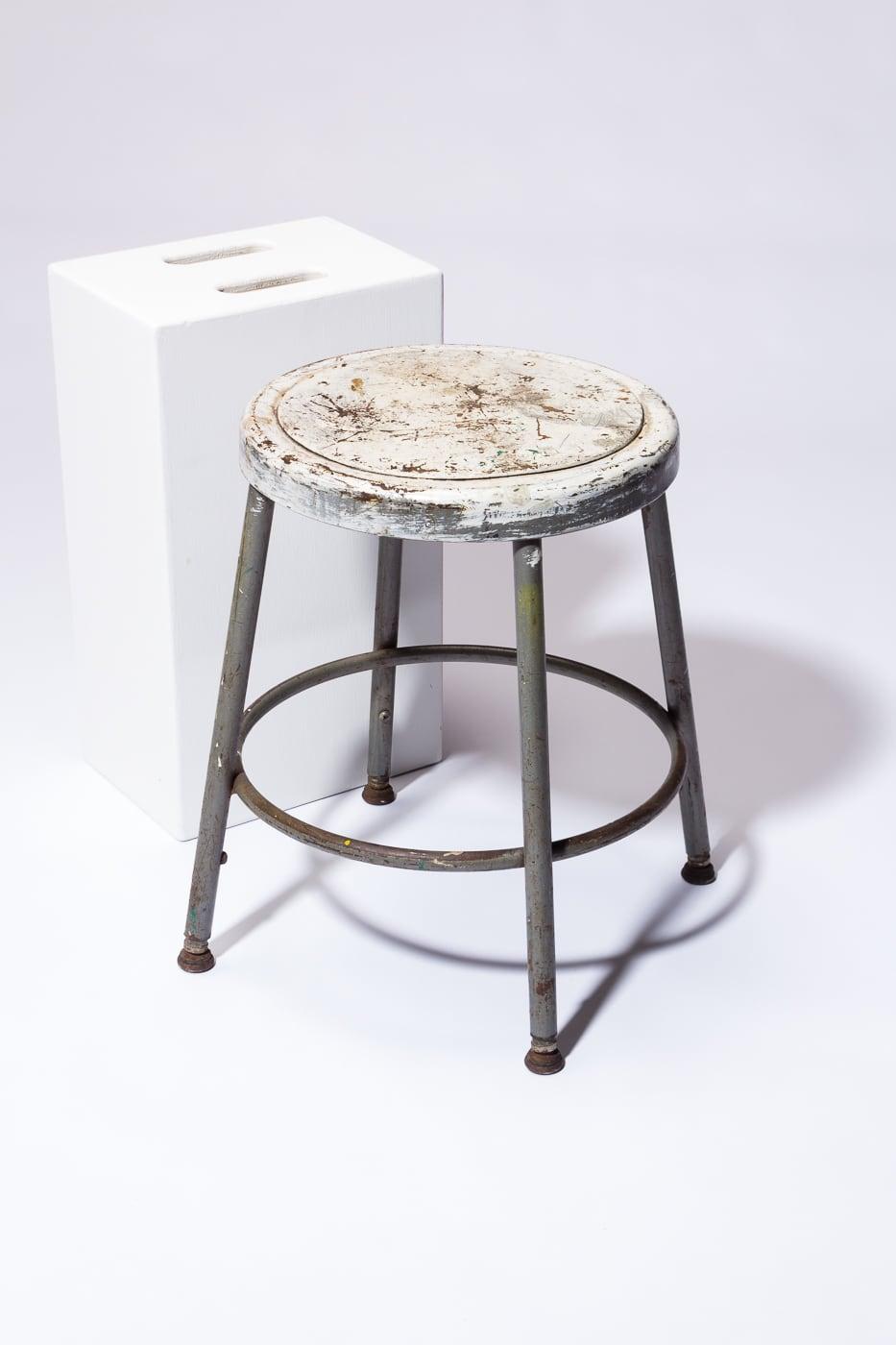 Admirable St229 Alca Distresed Low Stool Prop Rental Acme Brooklyn Uwap Interior Chair Design Uwaporg